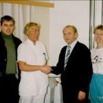 Mynd: Við afhendingu gjafar frá Framsýn stéttarfélagi til Sjúkraþjáflunar Húsavíkur (Heilbrst. og Dv. Hvammur) árið 1994.